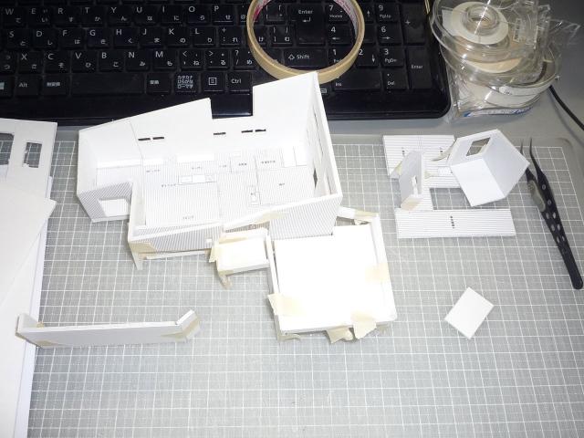 オープンデスク建築模型作製中1