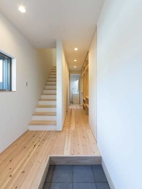 階段下を有効利用した1階の水廻り空間!1