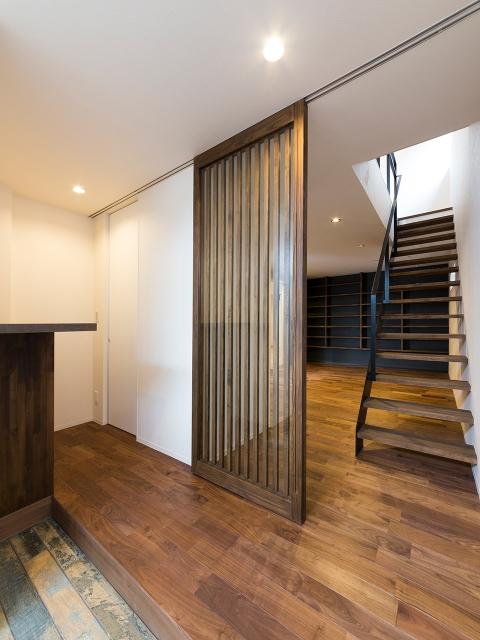 玄関ホールと階段室との仕切り戸!