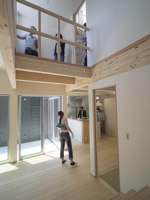 「敷地の高低差を利用したスキップフロアの家」オープンハウス3