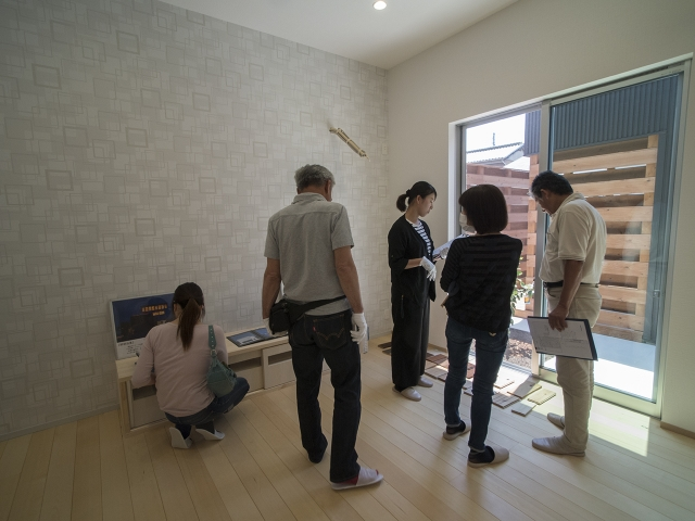 「敷地の高低差を利用したスキップフロアの家」オープンハウス4