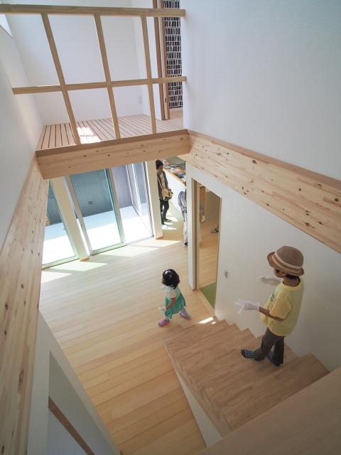 「敷地の高低差を利用したスキップフロアの家」オープンハウス5