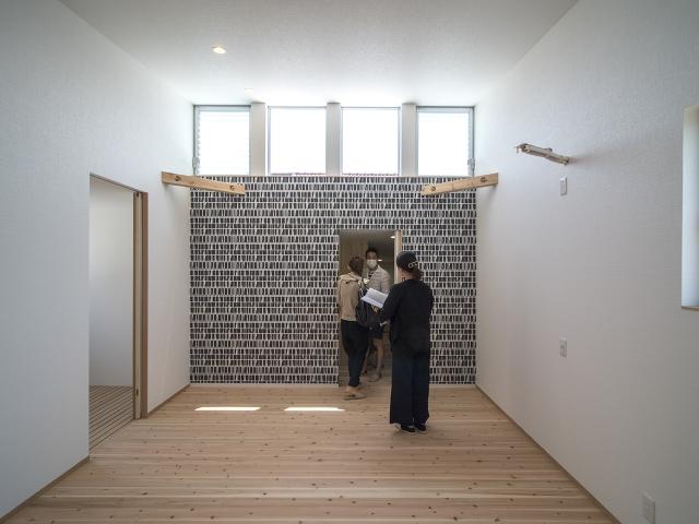 「敷地の高低差を利用したスキップフロアの家」オープンハウス6