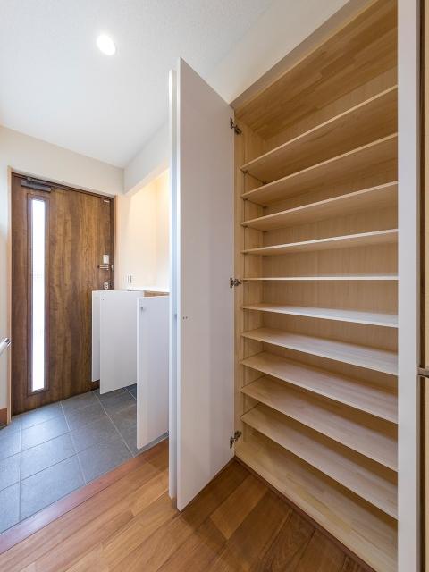 造り付け家具の玄関収納!2