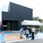 「ブラックモダンな家」オープンハウス1