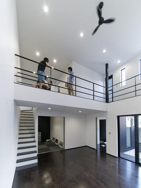 「ブラックモダンな家」オープンハウス5