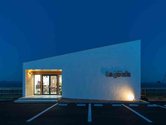 マンゴー販売施設「La goccia」の竣工写真(外観)2