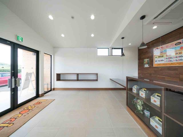 マンゴー販売施設「La goccia」の竣工写真(店内-販売スペース)1