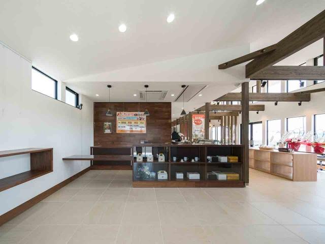 マンゴー販売施設「La goccia」の竣工写真(店内-販売スペース)2