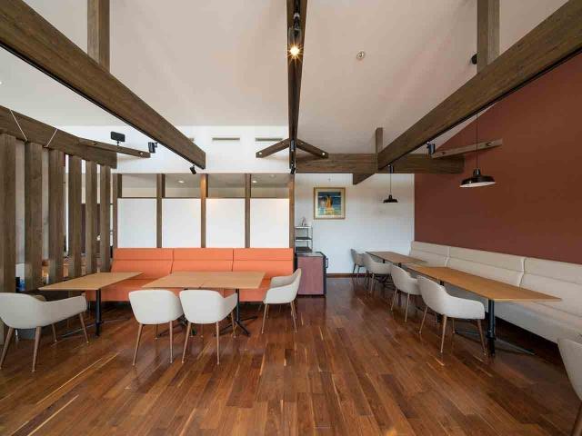 マンゴー販売施設「La goccia」の竣工写真(店内-食事スペース)3