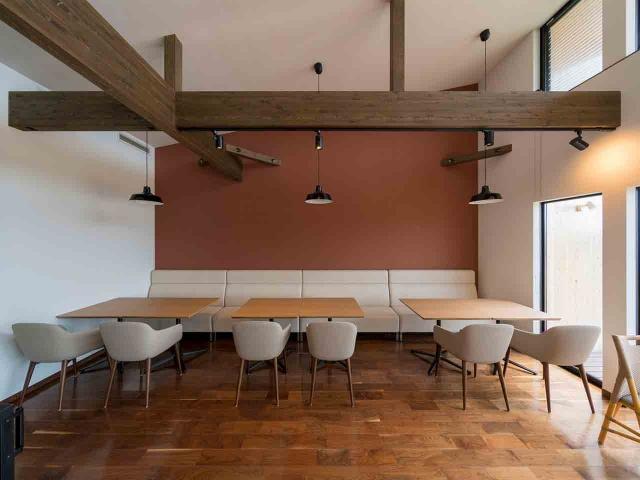マンゴー販売施設「La goccia」の竣工写真(店内-食事スペース)6