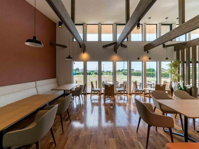 マンゴー販売施設「La goccia」の竣工写真(店内-食事スペース)7