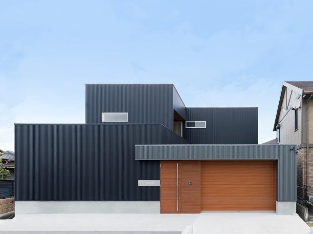アプローチゲートのあるL型プランの家