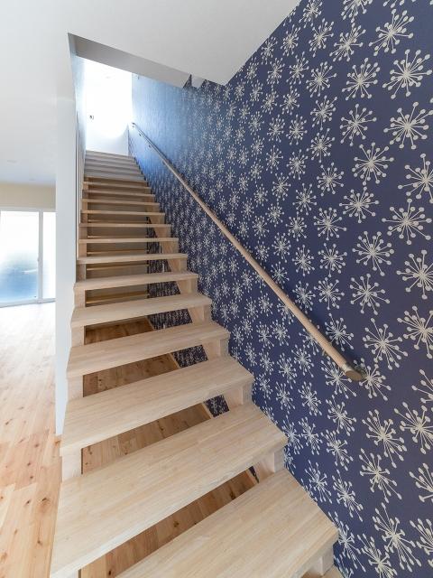 勾配の緩やかな階段