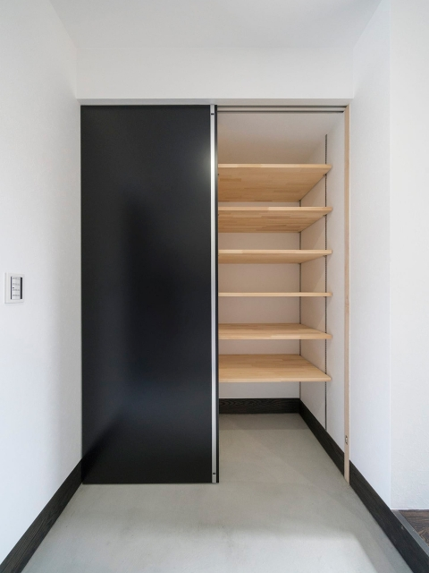 造り付け壁面一体型収納シューズボックス3