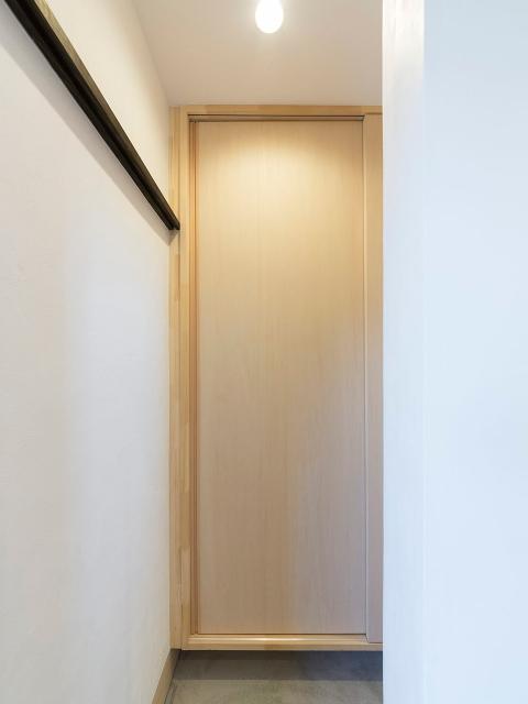 玄関横のシューズクローク1