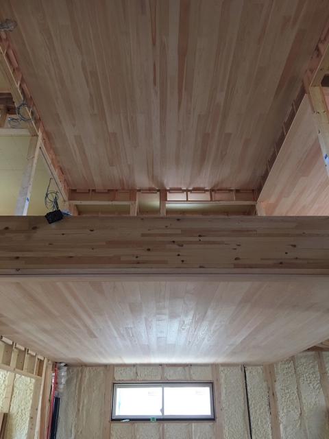 天井に桧材